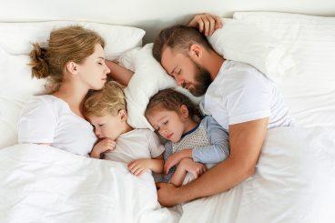 Spanje z otrokom: skupaj ali ločeno?